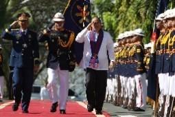 PNoy warns corrupt, erring cops