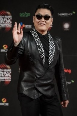 Psy goes nuts for pistachios in Super Bowl ad