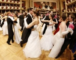 Sausages, Sisi, Sorvino — and music — at Vienna ball