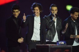 One Direction releases 'One Way Or Another (Teenage Kicks),' scores viral hit