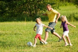 Playing sports together strengthens father-daughter bond: study