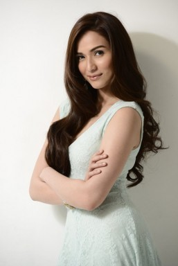 Jennylyn Mercado not pressured to win back-to-back MMFF trophies