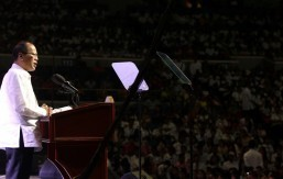 PNoy, the mechanic? Aquino jokes about alternative job to avoid critics