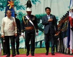 Aquino welcomes Japanese Prime Minister Abe in Malacanang