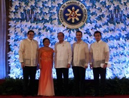 President Aquino leads oath-taking rites of adminisration lawmakers in Malacanang