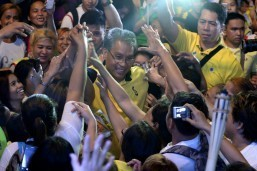 Roxas elated over rise in latest ABS-CBN survey