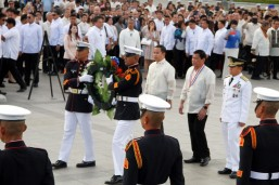 Duterte leads Rizal Day commemoration rites