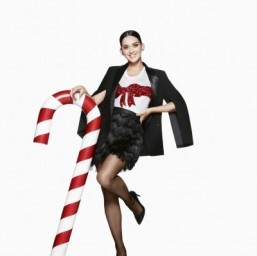 Katy Perry in H&M's Christmas campaign ©H&M