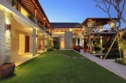 Top-scoring vacation rentals in Asia-Pacific include Bali villa and Aussie cottage