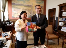 Consul General De La Vega presenting a book on Philippine Tourism to Mayor        Garcetti.