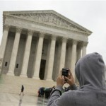 US Supreme Court halts Texas abortion clinics closure