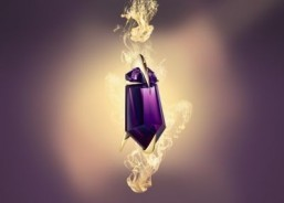 "Thierry Mugler celebrates 10 years of the ""Alien"" fragrance with a talisman bottle. ©Thierry Mugler"