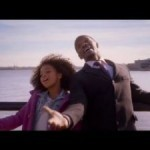 Trailer: Jamie Foxx takes 'Annie' under his wing
