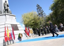President Aquino leads wreath-laying at Rizal Monument in Madrid