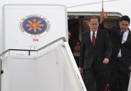 Aquino thanks donors from Boston for helping typhoon-devastated Visayan region