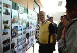 President Benigno S. Aquino III checks out photos exhibited at the lobby of the municipal building showing the damage caused by Typhoon Nona in Northern Samar. A briefing Wednesday (December 23) was held at the Catarman Municipal Hall on the effects and damage of Typhoon Nona. The President then led the distribution of relief goods to affected families. (MNS photo)