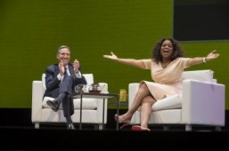 Starbucks CEO Howard Schultz and Oprah Winfrey announce launch of new Oprah Chai tea. ©Starbucks