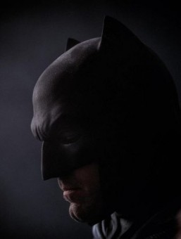 Ben Affleck is a despondent Batman in new photo