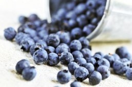 A diet rich in blueberries, citrus fruits, and red wine can help reduce erectile dysfunction