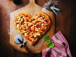 Boston Pizza's heart-shaped pie. ©Marketwire/Boston Pizza