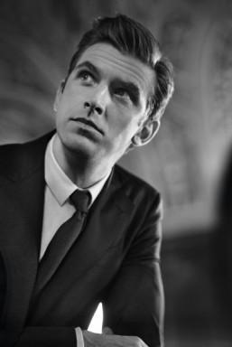 """Dan Stevens in the new Giorgio Armani's """"Made To Measure"""" campaign ©John Balsom pour Giorgio Armani"""