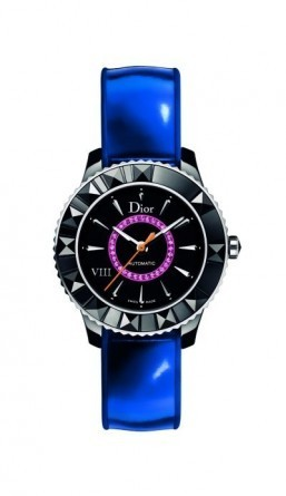 This limited edition Dior VIII watch comes in black high-tech ceramic. This version is adorned with pink sapphires and a metallic blue bracelet. ©Dior Horlogerie