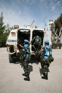 Syria army, rebels clash as UN bids to free Golan peacekeepers