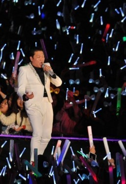'Gentleman' Psy unveils hip-swinging dance, music video