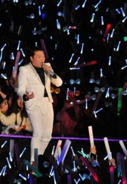 Psy tops global social media chart: Starcount