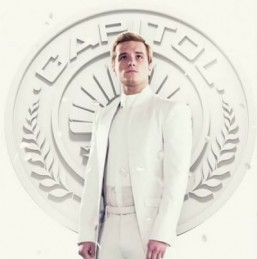 'Hunger Games 3′: Johanna and Peeta pose for the Capitol