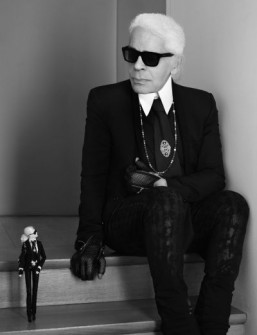 Karl Lagerfeld poses with the Barbie inspired by his signature look. ©Mattel / Karl Lagerfeld