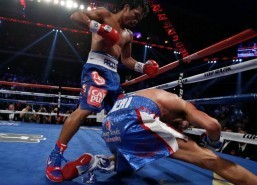 Pacquiao beats Algieri to retain WBO welterweight title