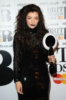 Lorde's look at the Brit Awards by MAC makeup artist Amber Dreadon ©MAC