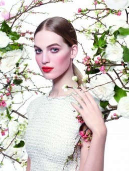 Spring 2015 makeup: explosive lips and pastel lids at Chanel