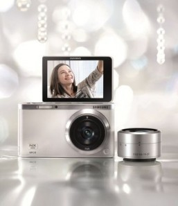 Samsung NX mini SMART Camera The camera is focused on selfies and on slipping into a pocket like a smartphone. ©Samsung