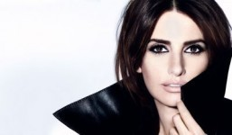 Penélope Cruz poses in Lancôme's new mascara campaign