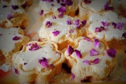 "Rose and vanilla marshmallows for a supper club based on Michael Ende's ""Momo"" ©Chantal Hintze"