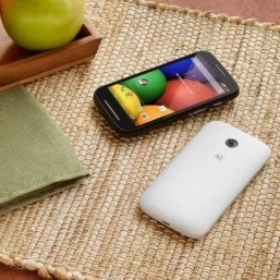 Motorola launches Moto E