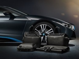 Louis Vuitton creates tailor-made luggage for the BMW i8 The collection consists of two travel bags, a business case and a garment bag. ©BMW