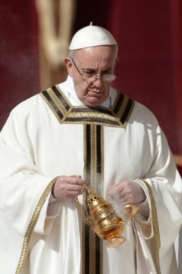 'Deeply saddened' pope urges Catholics to help PHL