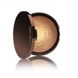 Lancôme has launched its Golden Riviera Star Bronzer for the Summer 2014 season. ©Lancôme