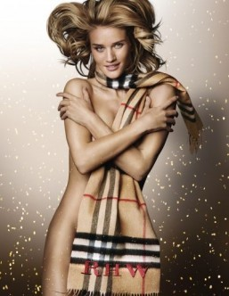 Rosie Huntingdon-Whitelely poses for Burberry ©Burberry