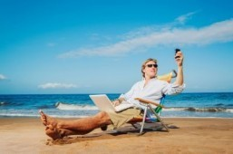 61 percent of employees admit to working on vacation. ©EpicStockMedia/shutterstock.com