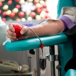 US lifts lifetime ban on gay blood donations