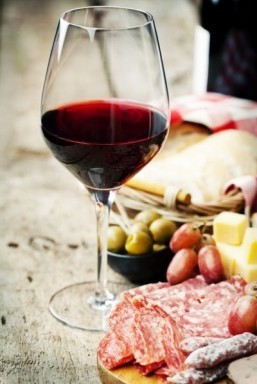 What is the best dish to serve with Beaujolais Nouveau?