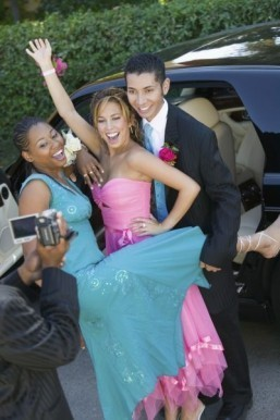 Survey finds US families spending less on prom