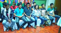 Abu Sayyaf surrenderers presented: The Western Mindanao Command presents to reporters the 11 Abu Sayyaf bandits, headed by sub-leader Ben Sariol and son, Ben Saudi (seated front row from left) on Maundy Thursday (April 13, 2017). They surrendered to the Joint Task Force Tawi-Tawi on Tuesday (April 11, 2017). (Photo by Teofilo P. Garcia Jr./PNA-Zamboanga Bureau)