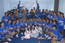 ILOILO LITTLE LEAGUE SOFTBALL GIRLS TEAM PAYS COURTESY VISIT TO CONSUL GENERAL DE LA VEGA