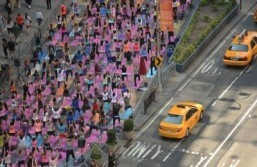 Thousands of yoga fans take over Times Square