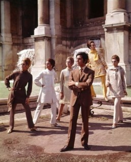 """The Glamour of Italian Fashion"": Valentino posing with models nearby Trevi Fountain. Rome, July 1967 ©Victoria and Albert Museum, London. Courtesy of The Art Archive / Mondadori Portfolio / Marisa Rastellini"